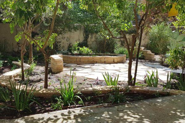 גן יווני בלב יפו